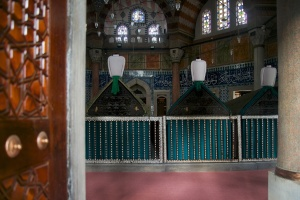 Sultan-Family-Tombs-Suleymaniye-Mosque-Istanbul-Turkey
