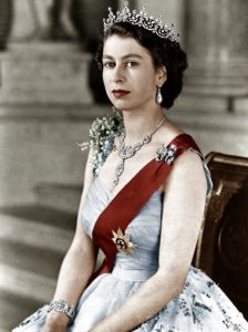 635761169906431287-QueenElizabeth-cover-05