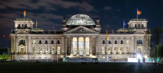 Berlin_-_Reichstag_building_at_night_-_2013.jpg