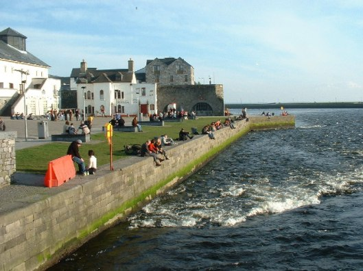 River_Corrib_from_Wolfe_Tone_Bridge,_Galway_-_geograph.org.uk_-_102442.jpg