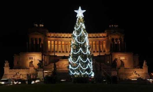 new christmas tree rome-large.jpg