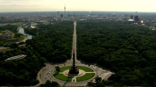 999392591-18th-of-march-square-grosser-stern-grosser-tiergarten-victoria.jpg