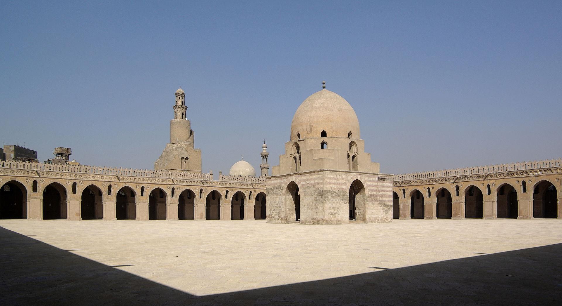 Kairo_Ibn_Tulun_Moschee_BW_4.jpg