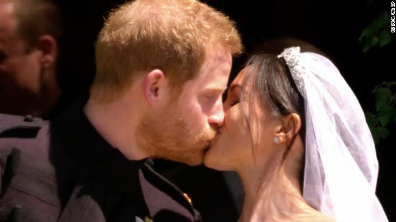 180519081316-53-royal-wedding-kiss-exlarge-169.jpg