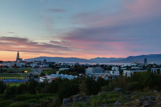 Vista_de_Reikiavik_desde_Perlan,_Distrito_de_la_Capital,_Islandia,_2014-08-13,_DD_121-123_HDR.JPG