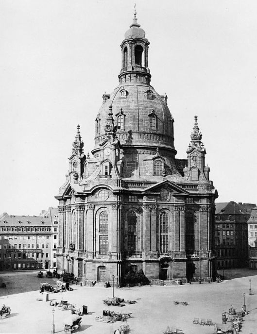 demolished-church-dresden-frauenkirche-cathedral-world-war-2-restoration-1-5cb82ca998a4f__700.jpg