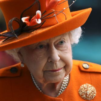 britains-queen-elizabeth-ii-gestures-during-a-visit-to-the-news-photo-1129033024-1552657009.jpg